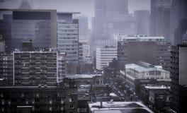 Ciudad oscura y de niebla Fotos de archivo