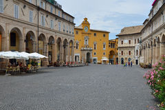 Ciudad Piazza del Popolo de Fermo Fotografía de archivo libre de regalías