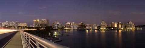 Ciudad por el mar Imagen de archivo libre de regalías