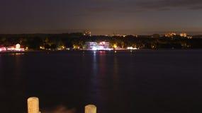 Ciudad por la noche, luces, filamento, clubs nocturnos Imagen de archivo