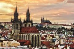 Ciudad Pragua en Checo Foto de archivo