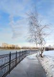 Ciudad Quay durante último paisaje del ruso de la primavera Imagen de archivo