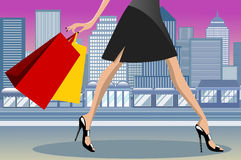 Ciudad que camina de la mujer de las compras en el centro de la ciudad