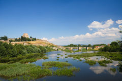 Ciudad Rodrigo - Schloss von Henry II der Olivenölseife und des Agueda-Flusses Stockfotos