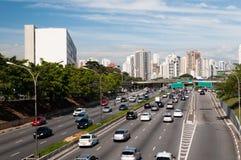 Ciudad Sao Paulo de la avenida del tráfico fotos de archivo