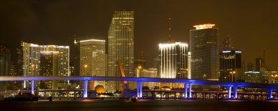 Miami céntrica en noche fotografía de archivo