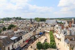 Ciudad sobre del docena mil habitantes en el valle del Loira Imagen de archivo libre de regalías
