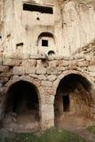 Ciudad subterráneo en Guzelyurt, Aksaray. Fotografía de archivo