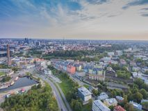 Ciudad Tallinn, Estonia del panorama de la visión aérea Foto de archivo