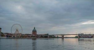 Ciudad Toulouse Francia del lapso de tiempo en el río metrajes