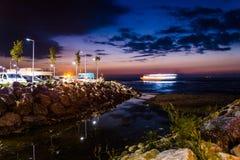Ciudad turca de las vacaciones de verano en la noche Fotografía de archivo libre de regalías