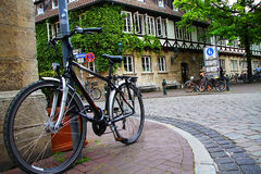 Ciudad vieja, Alemania, calle, bici Imágenes de archivo libres de regalías