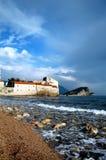 Ciudad vieja Budva e isla Fotos de archivo