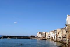 Ciudad vieja Cefalu en Sicilia Imagen de archivo