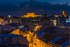 Ciudad vieja de Bucarest en la noche Imagen de archivo libre de regalías