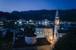 Ciudad vieja de Budva en la noche Foto de archivo libre de regalías
