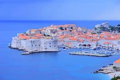 Ciudad vieja de Dubrovnik en la oscuridad Imágenes de archivo libres de regalías