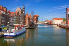 Ciudad vieja de Gdansk con la reflexión en el río de Motlawa Foto de archivo libre de regalías