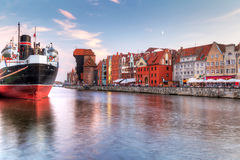 Ciudad vieja de Gdansk en la puesta del sol Imagen de archivo libre de regalías