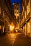 Ciudad vieja de Gdansk por noche en Polonia Foto de archivo