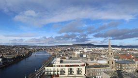 Ciudad vieja de Inverness por el río Fotografía de archivo