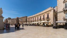Ciudad vieja de Italia, Sicilia, Syracuse, plaza principal de la catedral almacen de metraje de vídeo