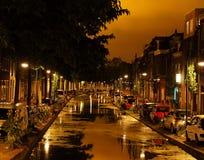 Ciudad vieja de la noche Canal estrecho Imágenes de archivo libres de regalías