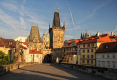 Ciudad vieja de la opinión de Praga temprano por la mañana imágenes de archivo libres de regalías