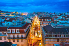 Ciudad vieja de Lisboa en el crepúsculo Imágenes de archivo libres de regalías