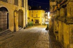 Ciudad vieja de Orta San Julio, opinión de la noche Foto de color Foto de archivo libre de regalías
