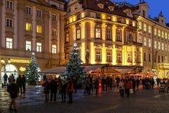 Ciudad vieja de Praga en el tiempo de la Navidad Fotografía de archivo