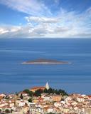 Ciudad vieja de Primosten, Croatia fotos de archivo