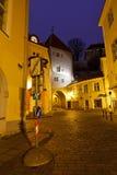 Ciudad vieja de Tallinn en la madrugada Fotos de archivo