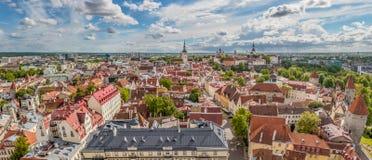 Ciudad vieja de Tallinn y ciudad superior, panorama de Toompea Foto de archivo