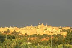 Ciudad vieja de Toledo y de una tempestad de truenos que viene, España Imagen de archivo libre de regalías