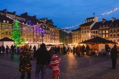 Ciudad vieja de Varsovia con las decoraciones de la Navidad Fotos de archivo