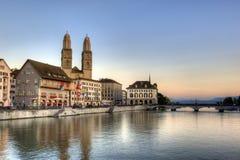 Ciudad vieja de Zurich en la puesta del sol Imágenes de archivo libres de regalías