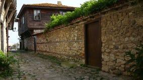 Ciudad vieja del bolgaria nessebar y pared de piedra vieja almacen de metraje de vídeo