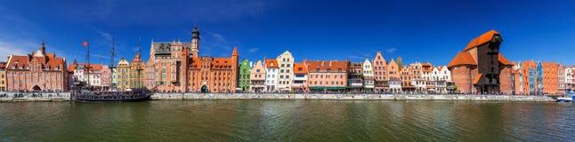 Ciudad vieja del panorama de Gdansk en el río de Motlawa Fotos de archivo