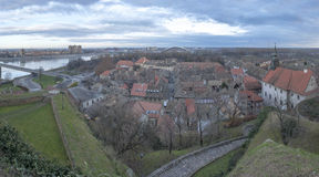 Ciudad vieja del panorama de Petrovaradin, Novi Sad, Serbia Fotos de archivo libres de regalías