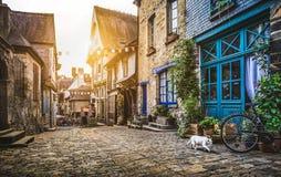 Ciudad vieja en Europa en la puesta del sol con el estilo retro de Instagram del vintage fotos de archivo libres de regalías