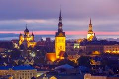 Ciudad vieja en la puesta del sol, Tallinn, Estonia de la visión aérea Imágenes de archivo libres de regalías