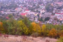 Ciudad vieja en la visión aérea desde la montaña de Bona Kremenets, región de Ternopil, Ucrania Foto de archivo libre de regalías