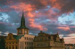 Ciudad vieja en Praga en la puesta del sol hermosa, República Checa Foto de archivo