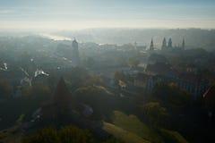 Ciudad vieja en salida del sol Foto de archivo libre de regalías