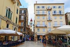 Ciudad vieja Grecia de Corfú de los cafés de la calle imagen de archivo libre de regalías