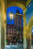 Ciudad vieja Hall Tower en Praga vista del paso de Melantrichov Imagen de archivo