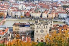 Ciudad vieja y la mezclilla del santo de la catedral, Francia de Lyon Fotografía de archivo libre de regalías