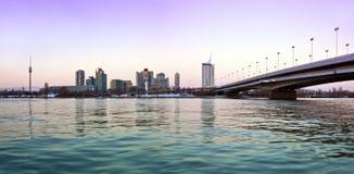 Ciudad Viena de Danubio del horizonte Imagen de archivo libre de regalías