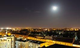 Ciudad wroclaw Polonia de los tejados en la noche Imagen de archivo